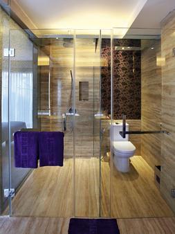 巴厘岛大米加水疗度假村 - 库塔 - 浴室
