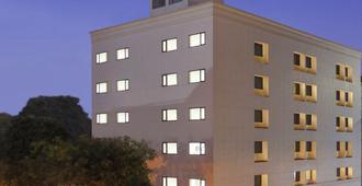 卢迪亚纳萨罗巴巴尔廊下心城市酒店 - 卢迪亚纳