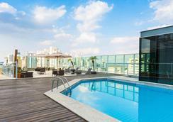 美居贝洛奥里藏特维拉达塞拉酒店 - 贝洛奥里藏特 - 游泳池