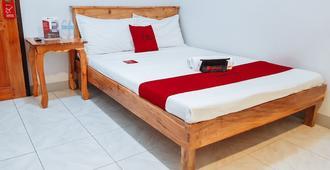 拉米罗社区医院附近瑞德多兹酒店 - 塔比拉兰 - 睡房