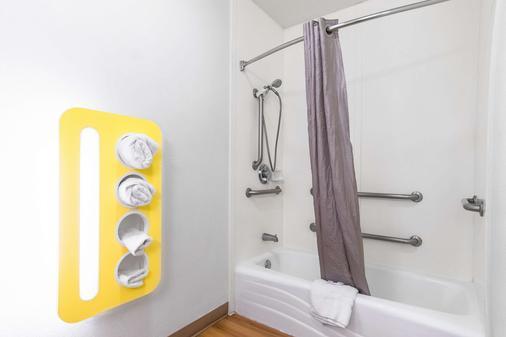 长滩国际城第六汽车旅馆 - 长滩 - 浴室