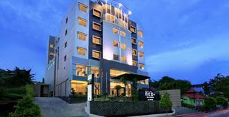 尼欧巴里巴伴酒店 - 阿斯顿酒店 - 巴厘巴板 - 建筑