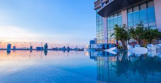 岘港汉江诺富特高级酒店 - 岘港 - 游泳池
