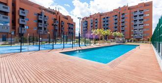 格兰纳达卡诺瓦斯新大苹果公寓 PTS 酒店 - 格拉纳达 - 游泳池
