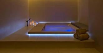 多哈西湾套房酒店 - 多哈 - 水疗中心