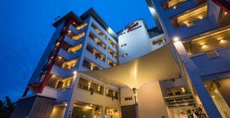 吉隆坡国际机场航空城图恩酒店(机场酒店) - 雪邦