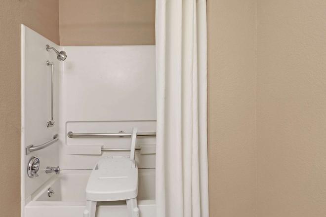 纳什维尔市区-奥普赖乐园地区速8酒店 - 纳什维尔 - 浴室