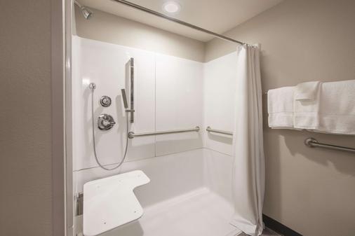 埃芬汉拉金塔旅馆及套房酒店 - 埃芬汉 - 浴室