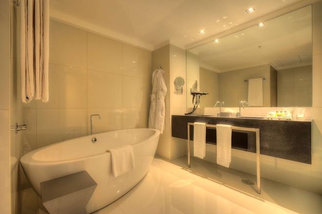 波尔图巴塔利亚nh典藏酒店 - 波尔图 - 浴室