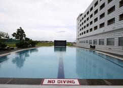 纳文酒店 - 胡布利 - 游泳池