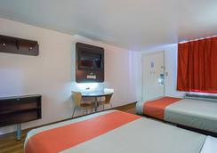 圆石/奥斯汀6号汽车旅馆 - 圆石城 - 睡房