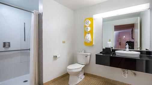 圆石/奥斯汀6号汽车旅馆 - 圆石城 - 浴室