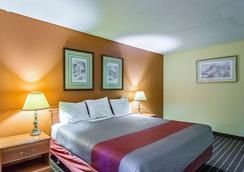 迈阿密东北部大急流6号汽车旅馆 - 大急流城 - 睡房