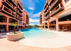 胡雷尔海滩乡村酒店 - 弗洛里亚诺波利斯 - 游泳池