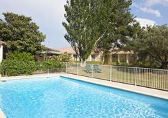帕哈阿维尼翁南贝斯特韦斯特酒店 - 阿维尼翁 - 游泳池