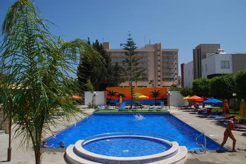 卡拉维尔酒店 - 利马索尔 - 游泳池