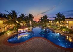 果阿皇家兰花海滩Spa度假酒店 - Utorda - 游泳池