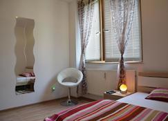 萨尔布吕肯城市公寓酒店 - 萨尔布吕肯 - 睡房