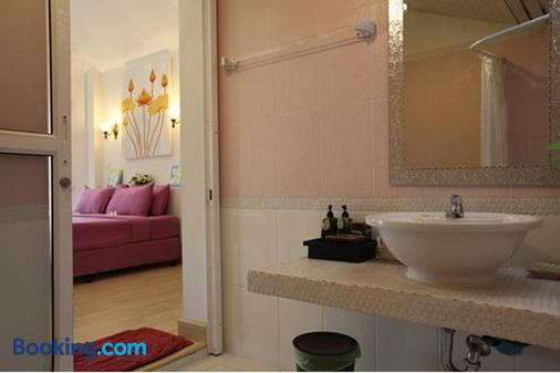 尼马诺拉迪度假村 - 沙美岛 - 浴室