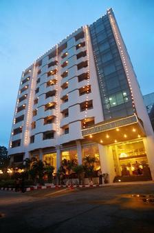 爱宾娜家园酒店 - 曼谷 - 建筑