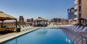 達拉斯市區皇冠假日酒店 - 达拉斯 - 游泳池