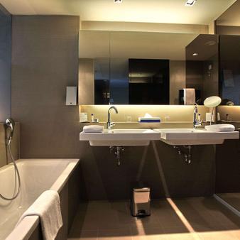 贝尔格莱德法肯斯特诺酒店 - 贝尔格莱德 - 浴室