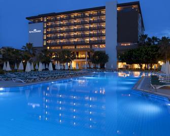 皇家花园海滩酒店 - 式 - Konakli - 游泳池