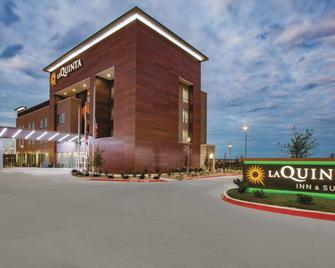 圣马科斯奥特莱斯购物中心温德姆拉昆塔套房酒店 - 圣马科斯 - 建筑