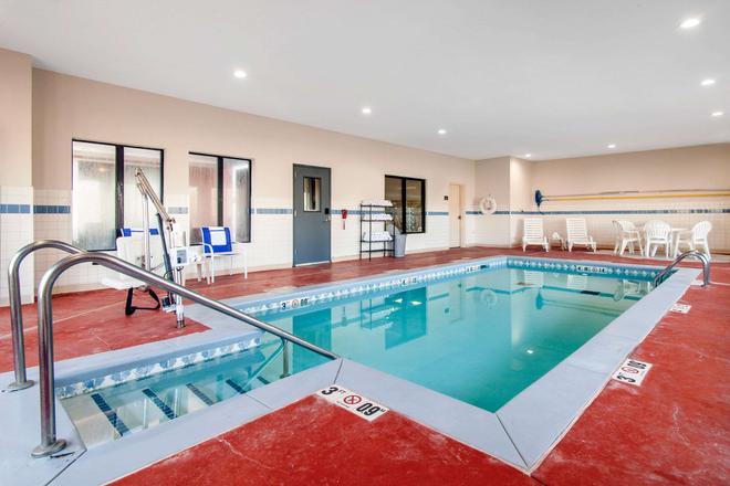 诺曼大学附近凯富套房酒店 - 诺曼 - 游泳池