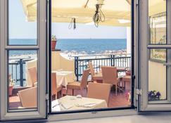 美居奇维塔韦基亚阳光湾公园酒店 - 奇维塔韦基亚 - 阳台
