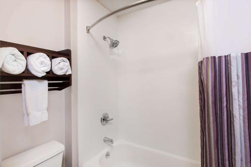 纳什维尔古特雷茨维尔拉昆塔酒店及套房 - Goodlettsville - 浴室