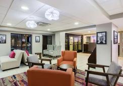 纳什维尔古特雷茨维尔拉昆塔酒店及套房 - Goodlettsville - 大厅