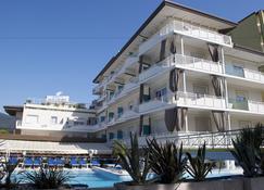 米拉马雷酒店 - 利尼亚诺萨比亚多罗 - 建筑