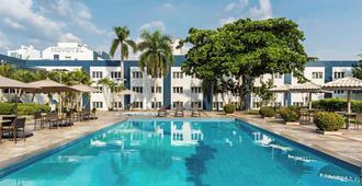 马瑙斯诺富特酒店 - 马瑙斯 - 游泳池