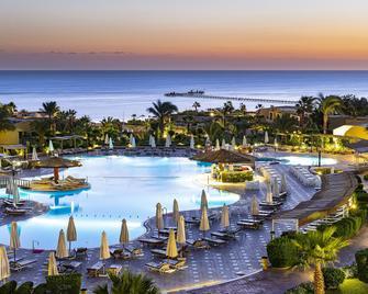 三街口菲罗斯广场海滩度假酒店 - 玛萨阿兰 - 游泳池