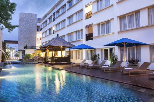 纳特雅酒店 - 库塔 - 游泳池