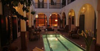 里亚德乌托邦套房和Spa酒店 - 马拉喀什 - 游泳池