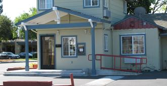 圣罗莎北湾旅馆 - 圣罗莎