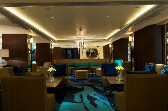 蓝钻石- Ihcl 塞勒克逊酒店 - 浦那 - 休息厅