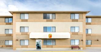 雪松城速8酒店 - 雪松城