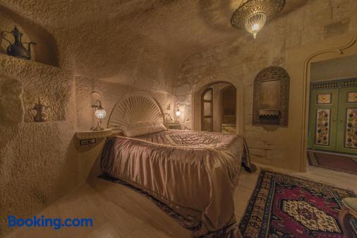 艾丽卡洞穴套房酒店 - 内夫谢希尔 - 睡房