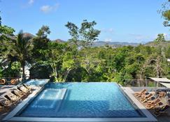 有趣之狮度假村 - 科隆 - 游泳池