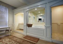 奶奶的羽毛床贝斯特韦斯特宾馆 - 朱诺 - 浴室