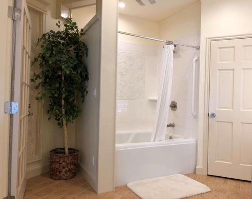 西佳外婆家羽毛床酒店 - 朱诺 - 浴室
