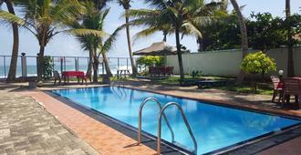 高山火绒草度假村 - 马里萨 - 游泳池