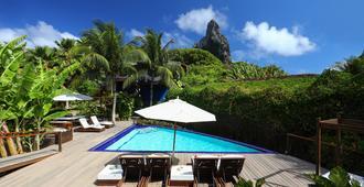 泰吉阿苏环保旅馆 - 费尔南多·迪诺罗尼亚群岛 - 游泳池