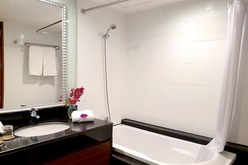 曼谷富丽萨通酒店 - 曼谷 - 浴室