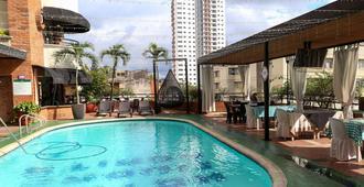 阿炎达 1517 美丽城市酒店 - 布卡拉曼加 - 游泳池
