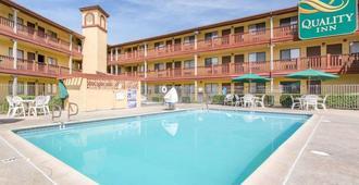凱藝飯店 - 圣贝纳迪诺 - 游泳池