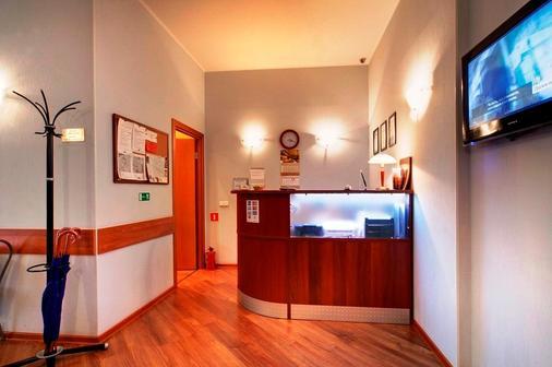 索纳塔娜方坦奇酒店 - 圣彼德堡 - 柜台